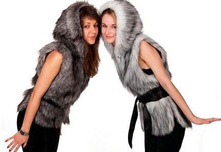 С чем носить меховую жилетку